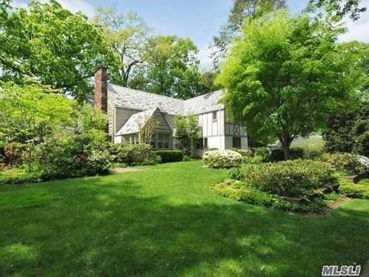 20 Sussex Rd, Great Neck, NY 11020
