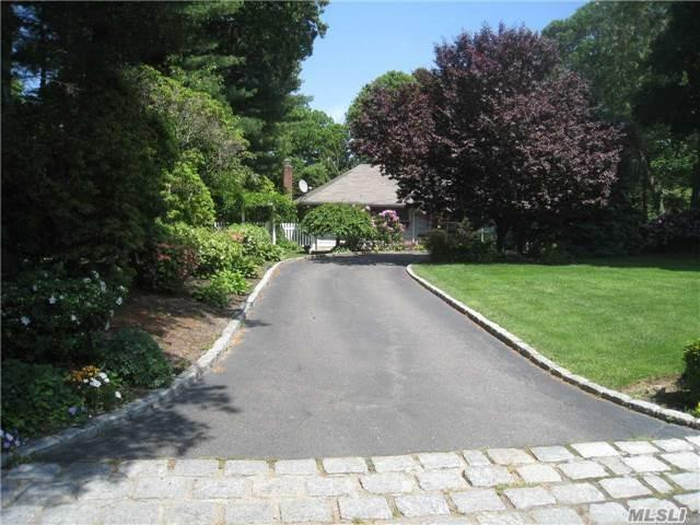 4 Oakleaf Ct, Huntington, NY 11743