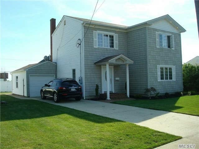 24 Irving Rd, Amity Harbor, NY 11701