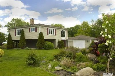 Photo of 14 Beaux Arts Ln, Huntington Bay, NY 11743