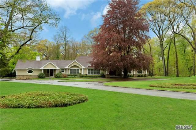 12 Rolling Dr, Brookville, NY 11545