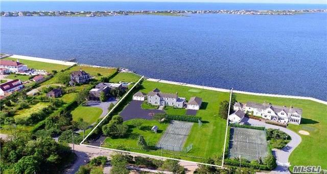 29 Fiske Ave, Westhampton Bch, NY 11978