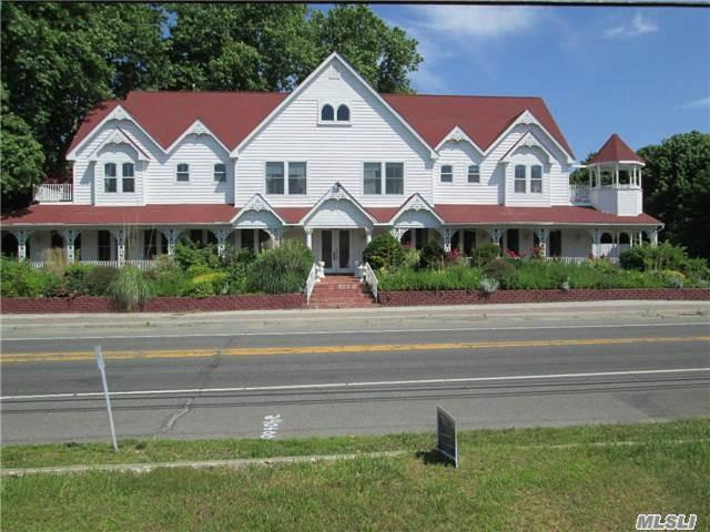 305 North Road, Greenport, NY 11944