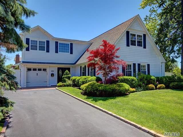 28 Skipper Dr, West Islip, NY 11795