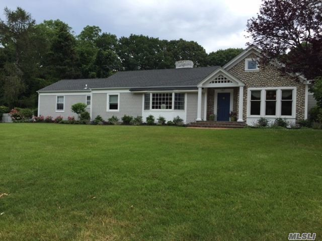 3 Fleetwood Dr, Huntington Bay, NY 11743