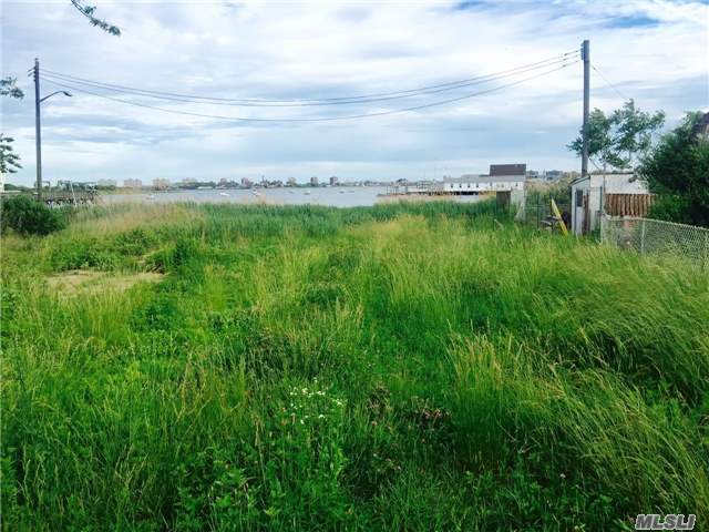 110 E 9th Rd, Broad Channel, NY 11693