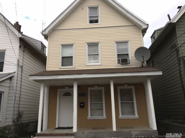 731 E 218 St, Out Of Area Town, NY 10463