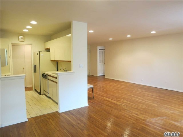 1 Overlook Ave #2-m, Great Neck, NY 11021