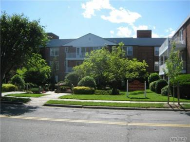 120 Morris Ave #A15, Rockville Centre, NY 11570