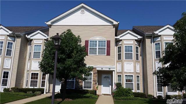295 Spring Dr #295, East Meadow, NY 11554