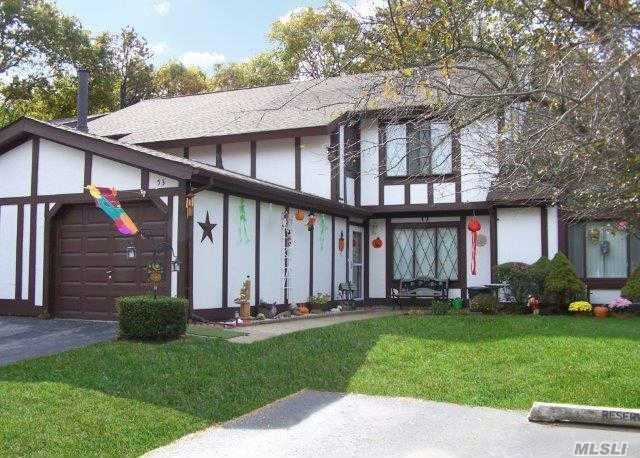 53 Briar Hill Ct, Middle Island, NY 11953