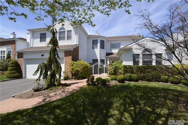 154 Country Club Dr, Commack, NY 11725