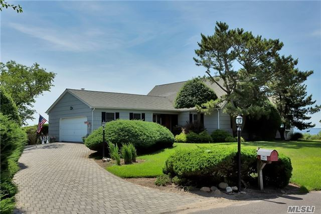 171 The Helm, East Islip, NY 11730