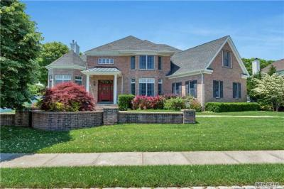 Photo of 6 Turnberry Ct, Dix Hills, NY 11746