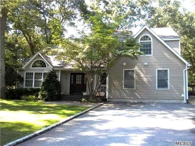 5 Wildflower Dr, Kings Park, NY 11754