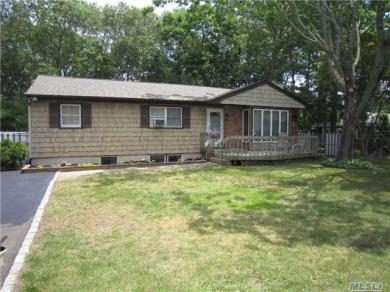 15 N Pine St, Patchogue, NY 11772