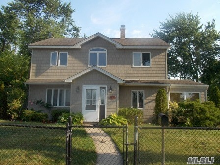 26 Forge Ln, Levittown, NY 11756
