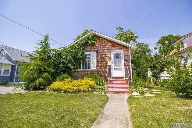 19 Liberty St, Patchogue, NY 11772