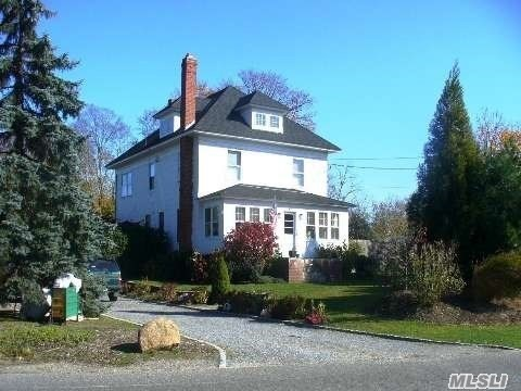 40 Manor Ln, Jamesport, NY 11947