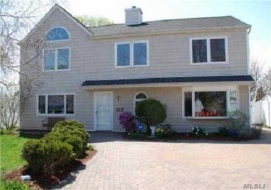 6 Spring Ln, Levittown, NY 11756