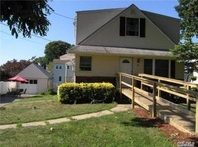 34 Summitview Dr, Bayville, NY 11709