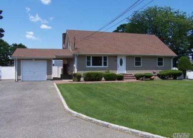 84 1st St, Brentwood, NY 11717