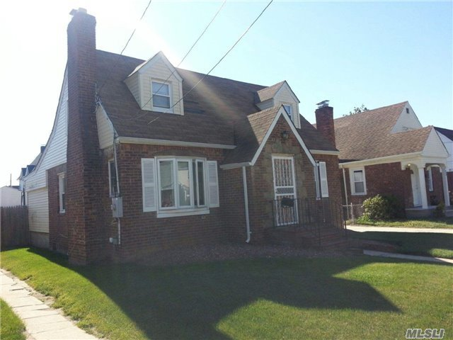 58 Queen St, Roosevelt, NY 11575