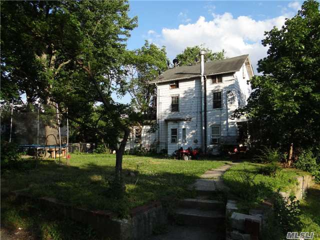 176 Jefferson Ave, Roslyn Heights, NY 11577