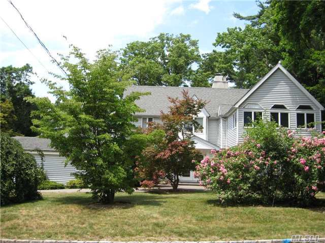 99 Cedar Dr, Great Neck, NY 11021