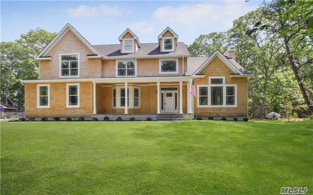 25 Lakewood Ave, E Quogue, NY 11942
