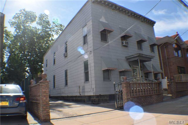 18-31 124 St, College Point, NY 11356