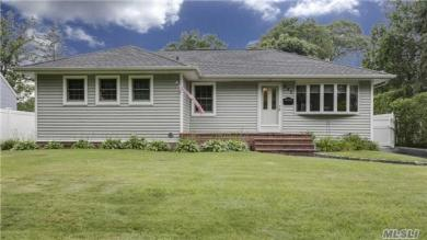 882 Mayer Dr, Wantagh, NY 11793