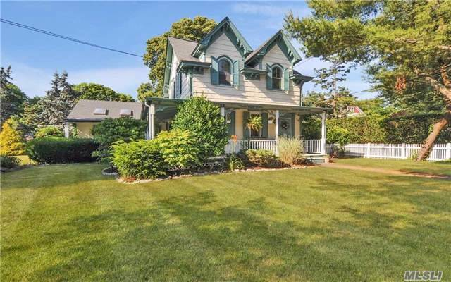 647 Middle Rd, Bayport, NY 11705
