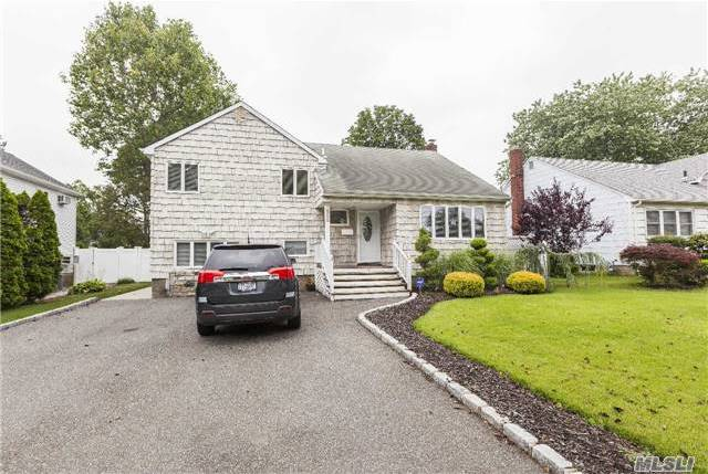 199 N William Rd, Massapequa, NY 11758