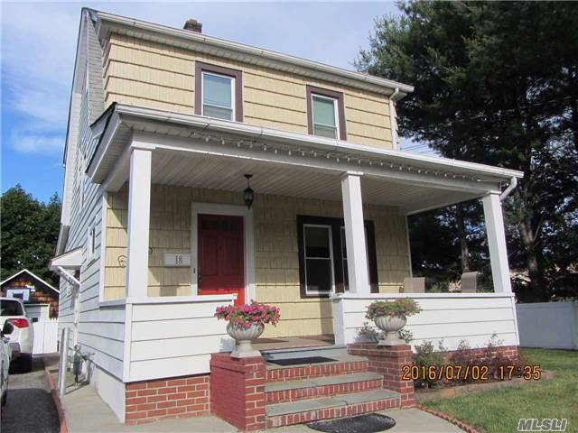18 Garfield Pl, Roslyn Heights, NY 11577