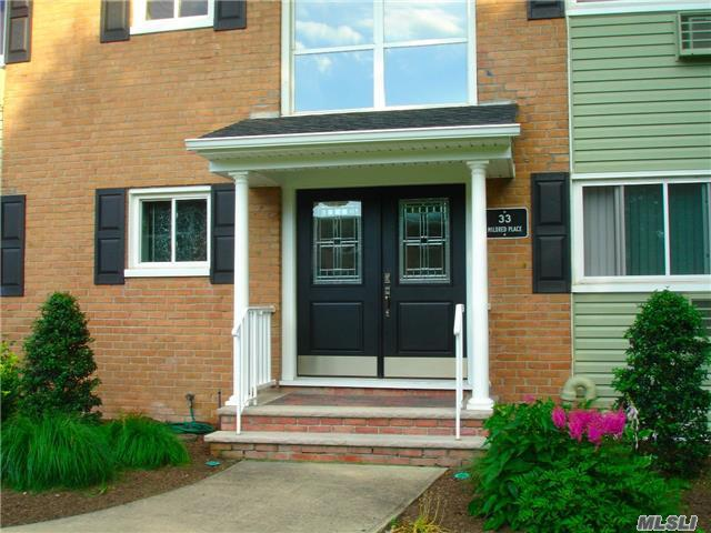 33 Mildred Pl #1 E, N Babylon, NY 11703