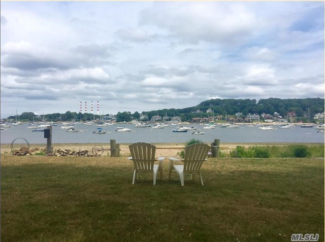 43 Idle Day Dr, Centerport, NY 11721