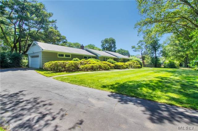 149 Durkee Ln, E Patchogue, NY 11772