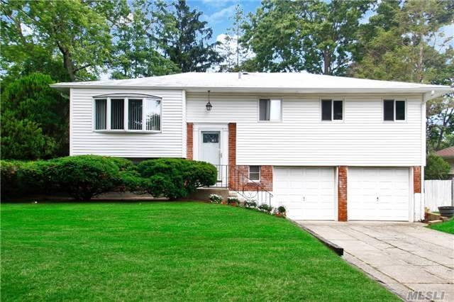21 Parnell Dr, Smithtown, NY 11787