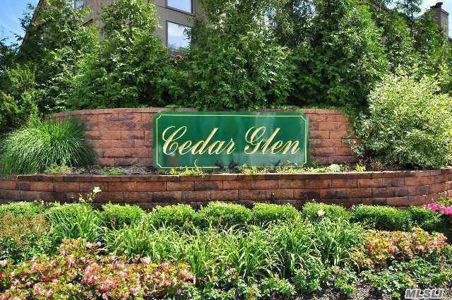 9 Clubside Dr, Woodmere, NY 11598
