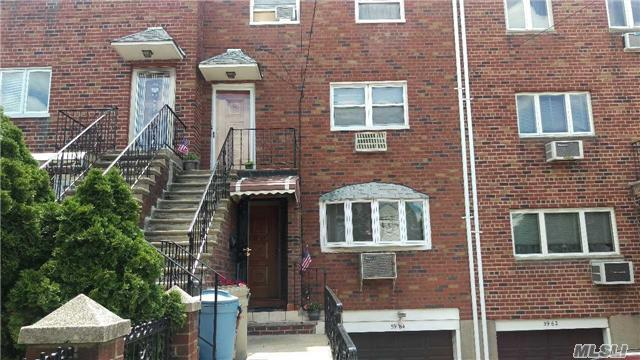 59-64 60th St, Flushing, NY 11380