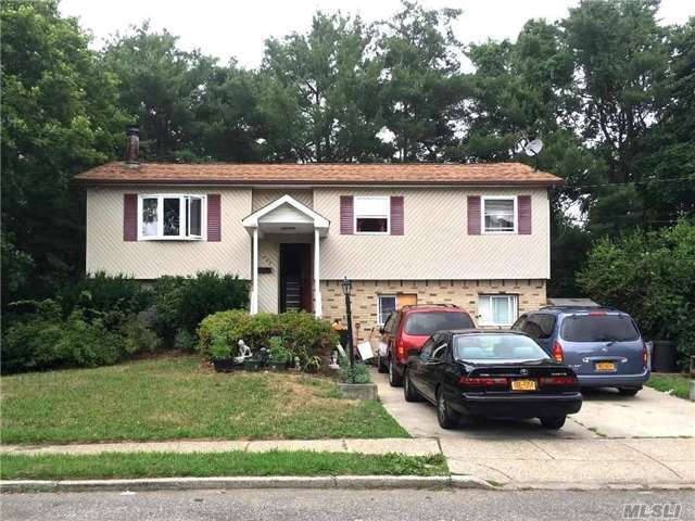 235 Olm St, Brentwood, NY 11717