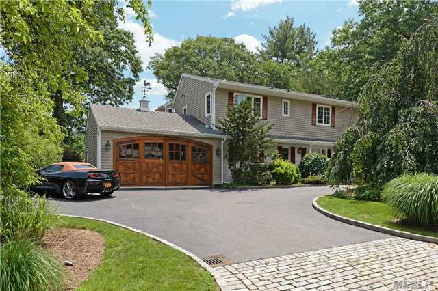 125 Sycamore Dr, East Hills, NY 11576
