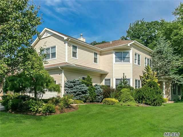 435 Links Dr, North Hills, NY 11576