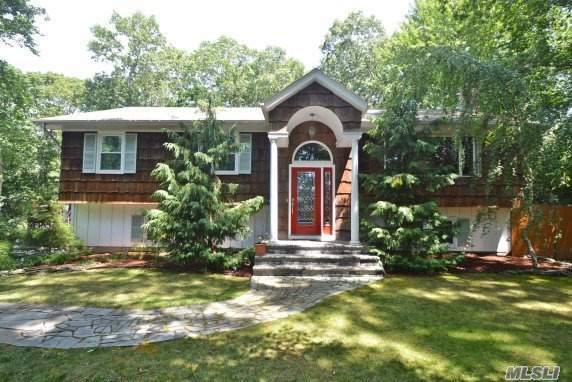 11 Miller Place Rd, Miller Place, NY 11764