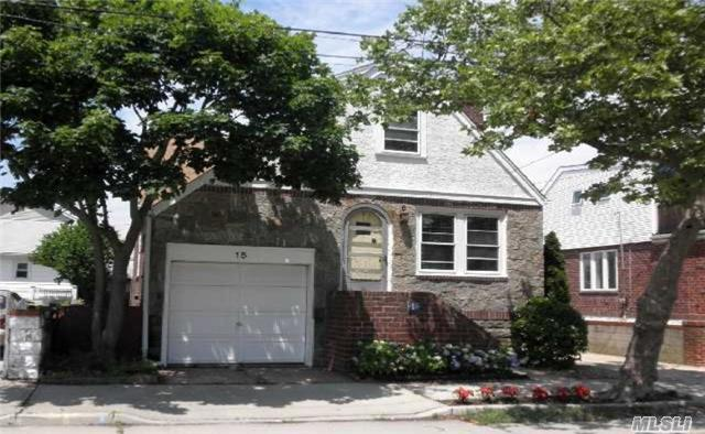 15 Beech St, Point Lookout, NY 11569