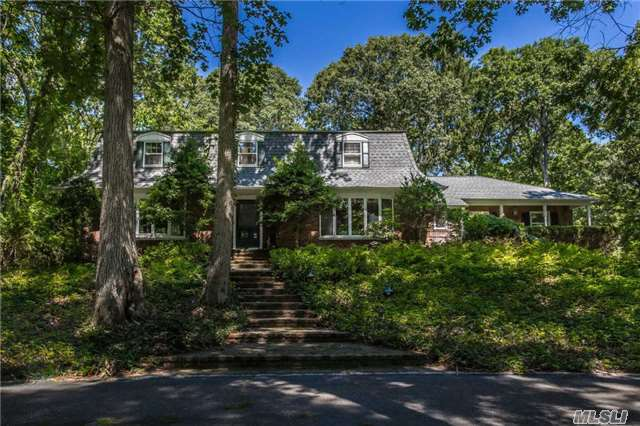 4 West Gate Ln, Old Field, NY 11733