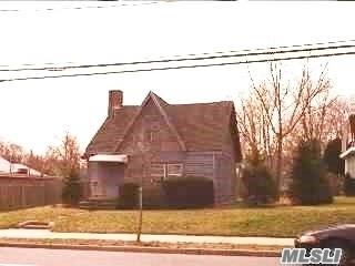 442 Main St, Center Moriches, NY 11934