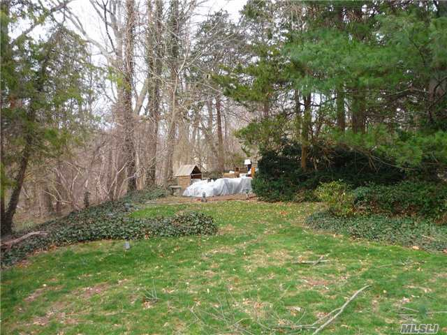 96 Goose Hill Rd, Cold Spring Hrbr, NY 11724