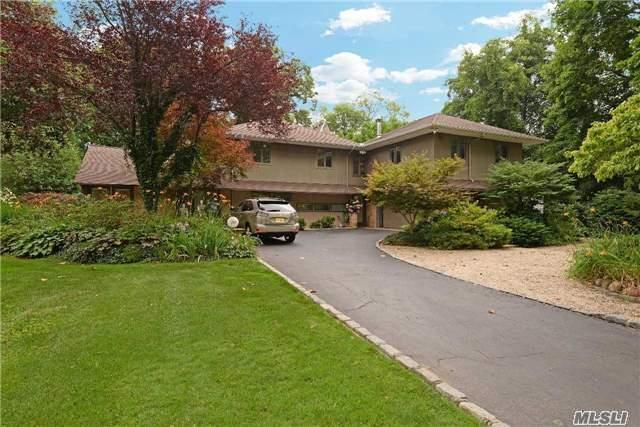 157 Parkway Dr, Roslyn Heights, NY 11577